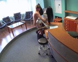 Порно со скрытой камеры в подставной клинике